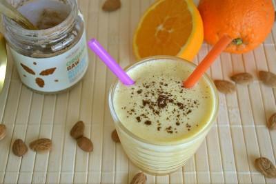 Frullato arancia e crema di mandorle
